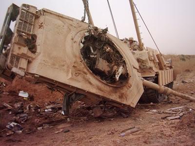 ماهو سر سحق الدبابات الامريكية و البريطانية للدبابات العراقية في الحرب ?? - صفحة 4 M1A2destroyed